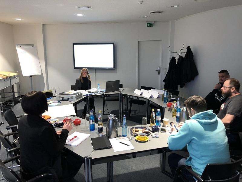 Teilnehmer Schulung Leichte Sprache im Seminarraum