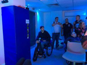 Arsenal London sensory Room mit reizarmer Ausstattung, blaue Beleuchtung