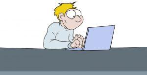 Ein Mann sitzt vor einem Laptop und schreibt etwas