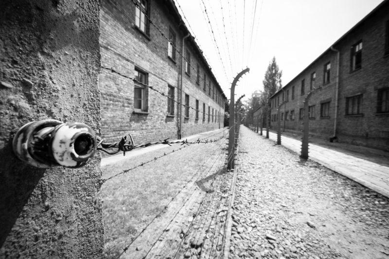 Alte Gebäude in Auschwitz, schwarz -weiß Fotografi