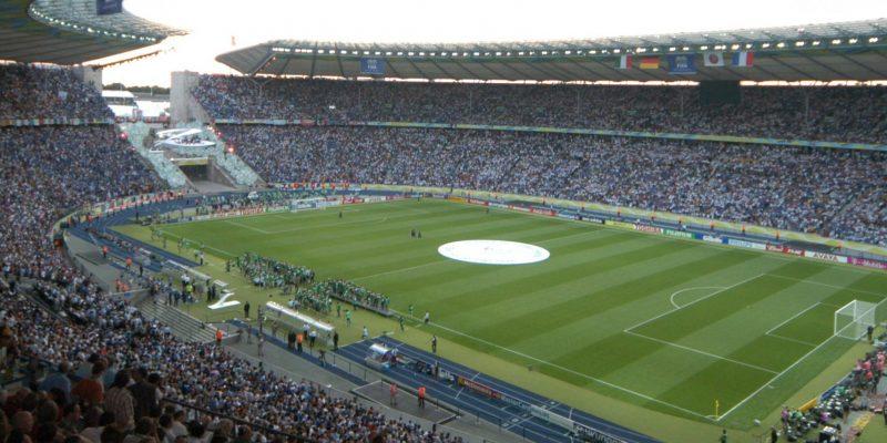 Blick in das gefüllte Olympiastadion Berlin beim Finale der WM 2006.