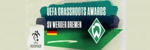 """""""UEFA GRASSROOTS AWARDS SV WERDER BREMEN"""" Schriftzug vor einem Fußballfeld. Daneben Deutschland und Werder Bremen-Wappen."""