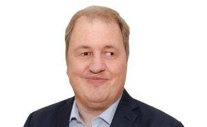 Karl-Heinz Arkenau, kurze blonde Haare lächelt in die Kamera