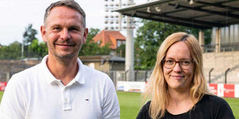 Die neue Doppelspitze vom SV Babelsberg 03: Links Björn Laars und rechts Katharina Dahme. Im Hintergrund das Karl-Liebknecht-Stadion.